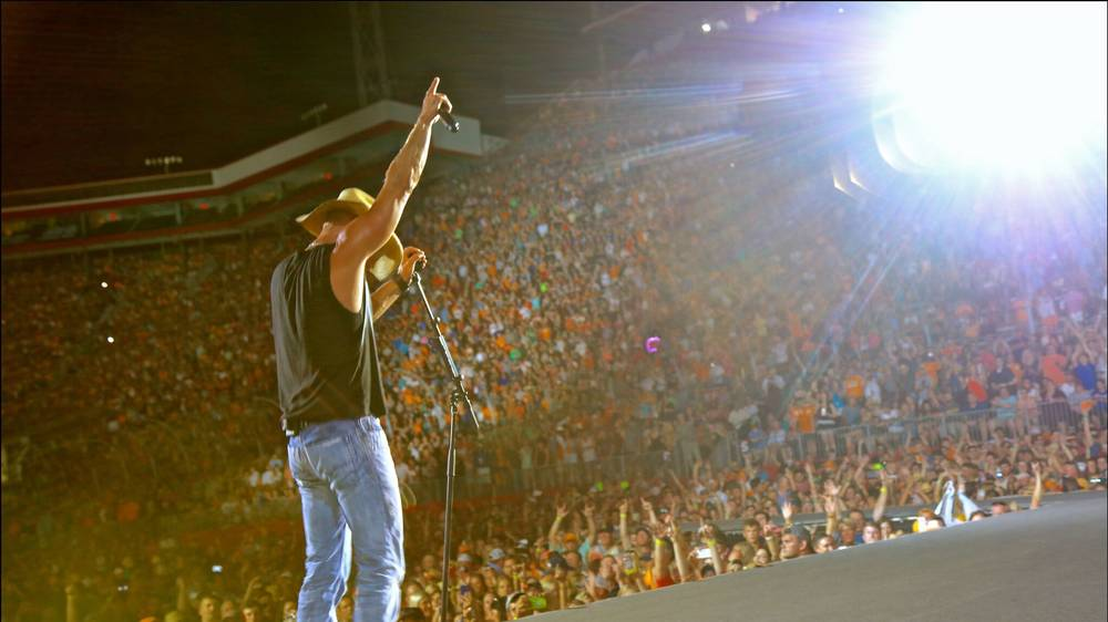 """Kenny Chesney brings the """"Noise"""" to Bristol Motor Speedway 