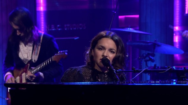 "Watch Norah Jones Sing ""Flipside"" on 'The Tonight Show'"