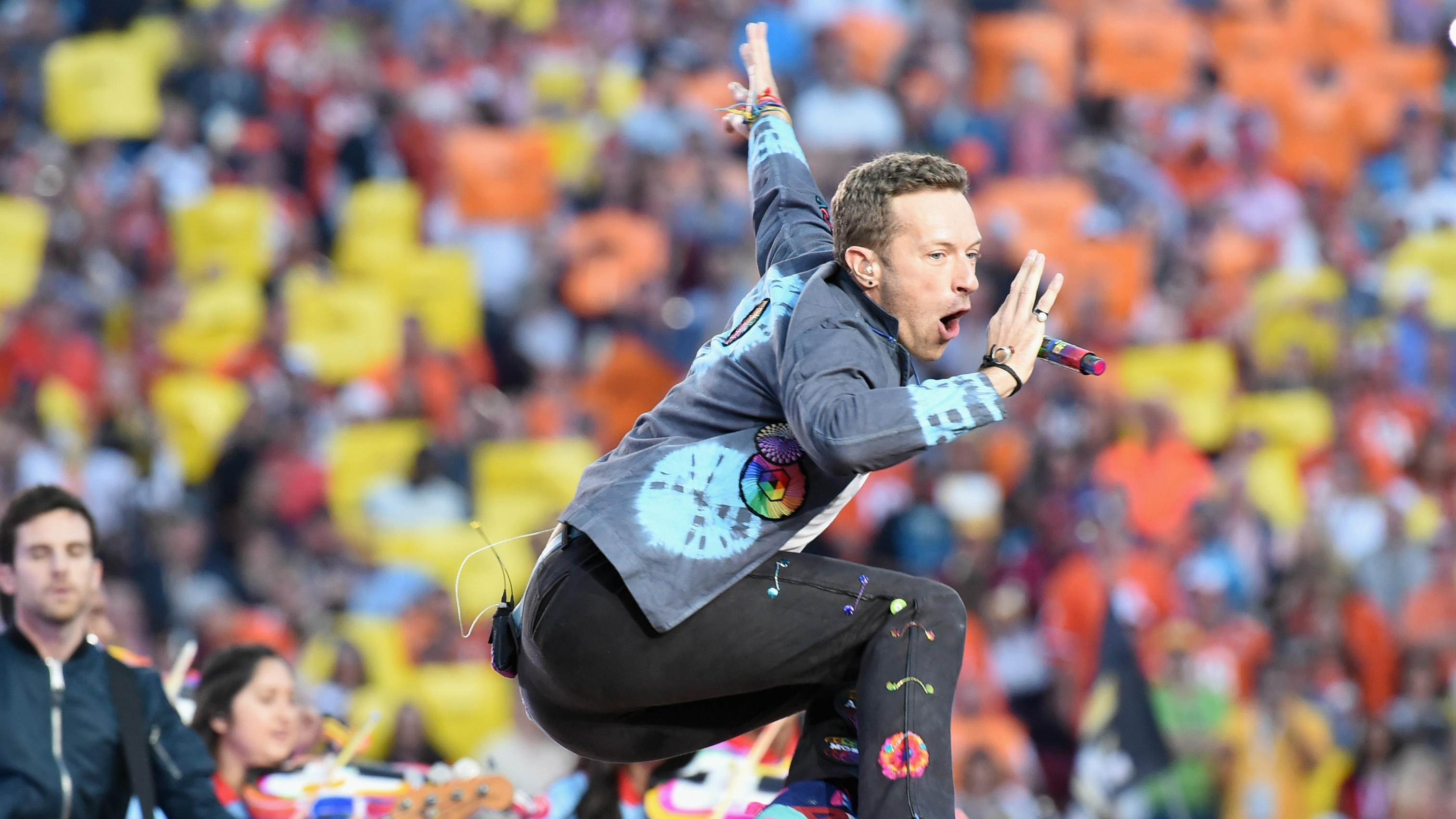 Coldplay Will Take A Head Full of Dreams Tour Into 2017