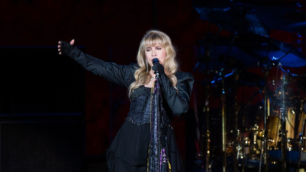 "Watch Stevie Nicks Perform ""Leather and Lace"" on Corden"